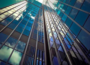 חושבים לתלות שלט בגובה על הבניין שלכם? זה משתלם!