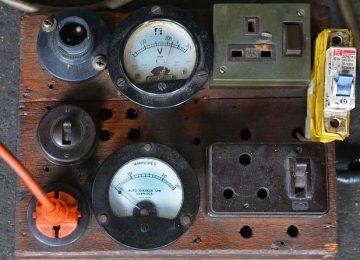החשיבות של מכשירי מדידה לחשמל
