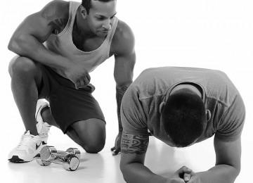 מאמן כושר אישי או אימון קבוצתי