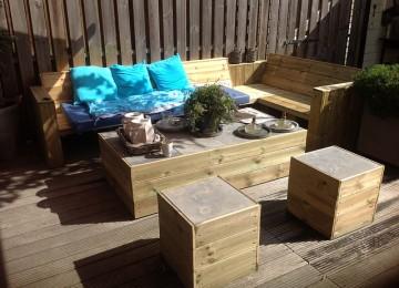 מאיזה חומרים בונים פינות ישיבה לגינה?