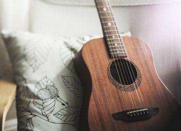 החברות המובילות לגיטרות אקוסטיות