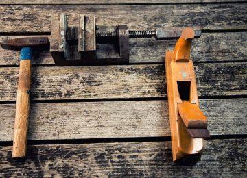 איפה ניתן לקבל כלים מקצועיים לשיפוץ רהיטים?
