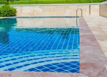 איך שומרים על ציוד לבריכות שחייה לאורך זמן?