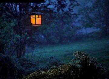 מנורות סולאריות לגינה – איפה כדאי לקנות?