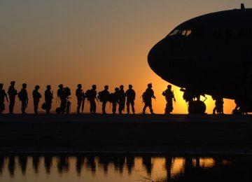 בין הצבא והאזרחות